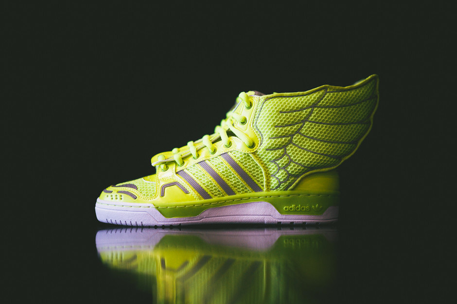adidas-originals-by-jeremy-scott-mesh-wings-2-0-electric-01